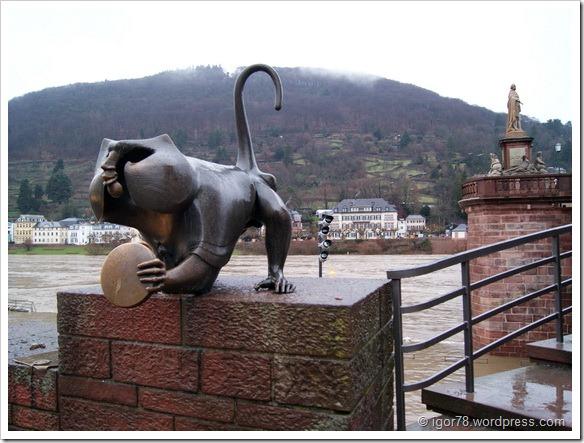 Bridge Monkey у Old Bridge, Гейдельберг (Heidelberg)